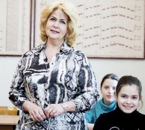 Асютина Галина Ивановна –заведующая теоретическим отделом.